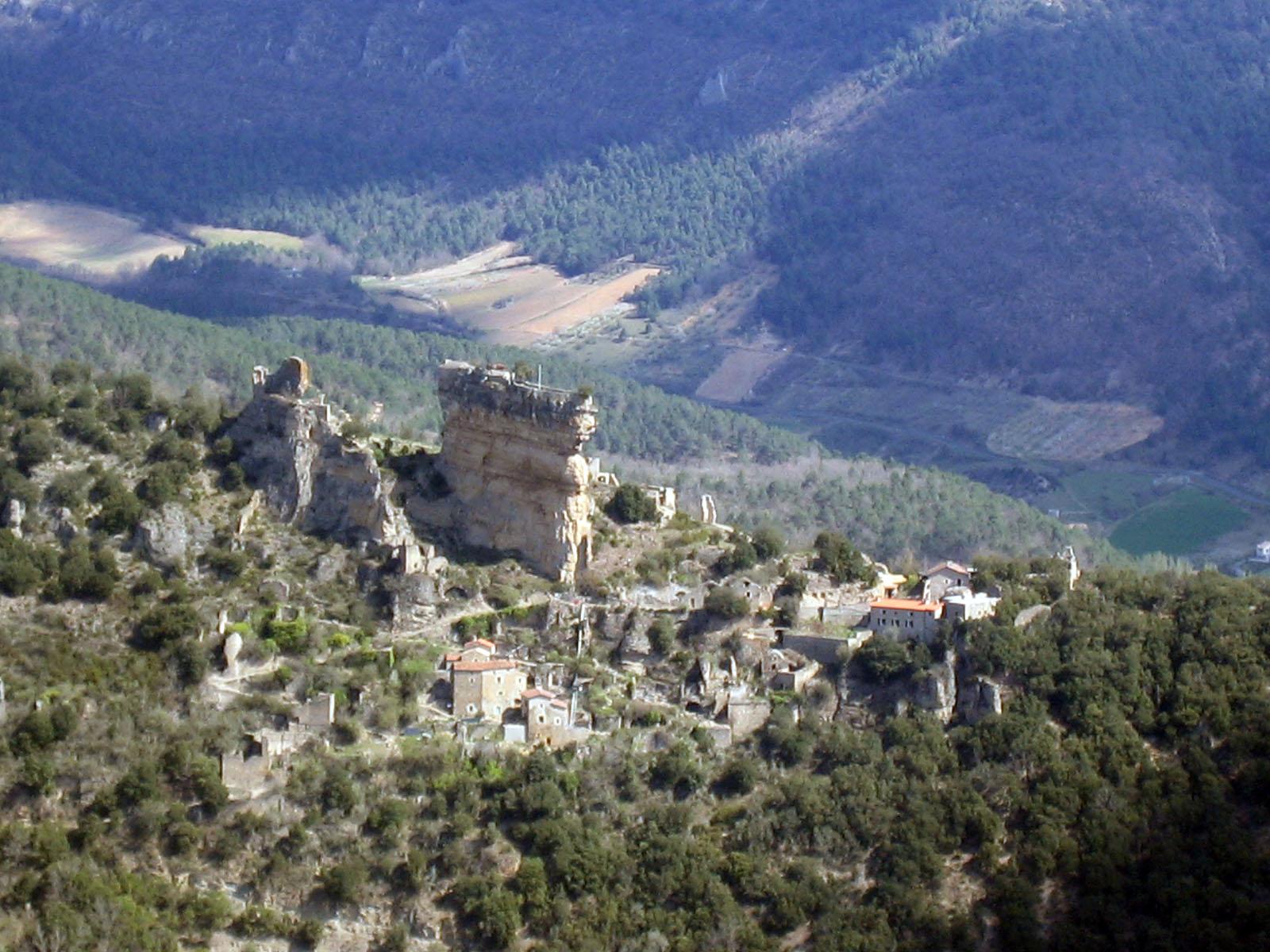 Vue du village de Peyrelade depuis Caylus