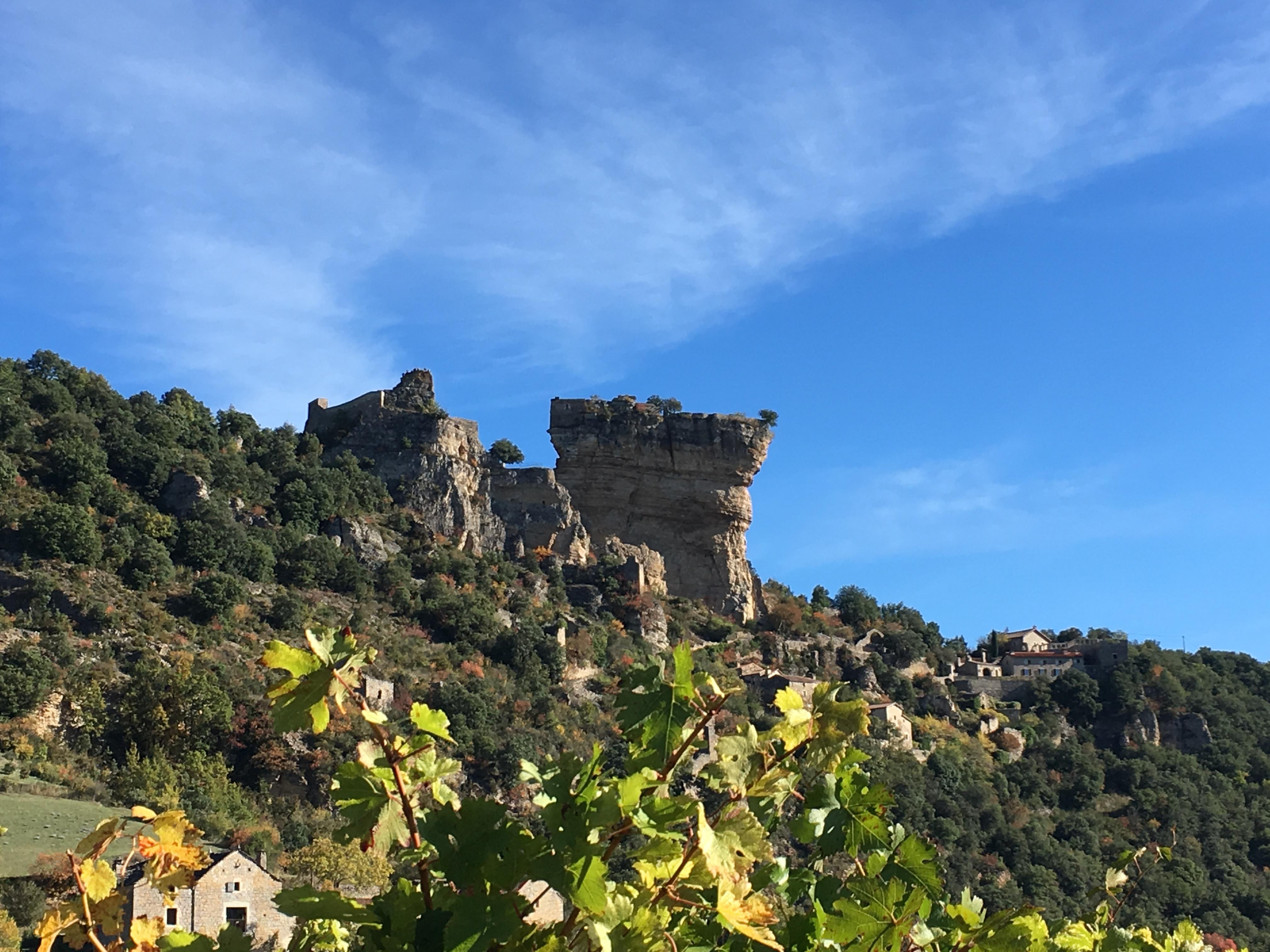 Peyrelade le village-le rocher-le Château