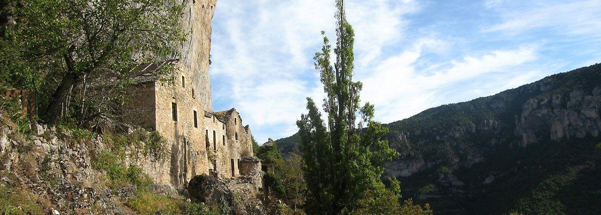 Hameau d'Egazines dans les Gorges du Tarn