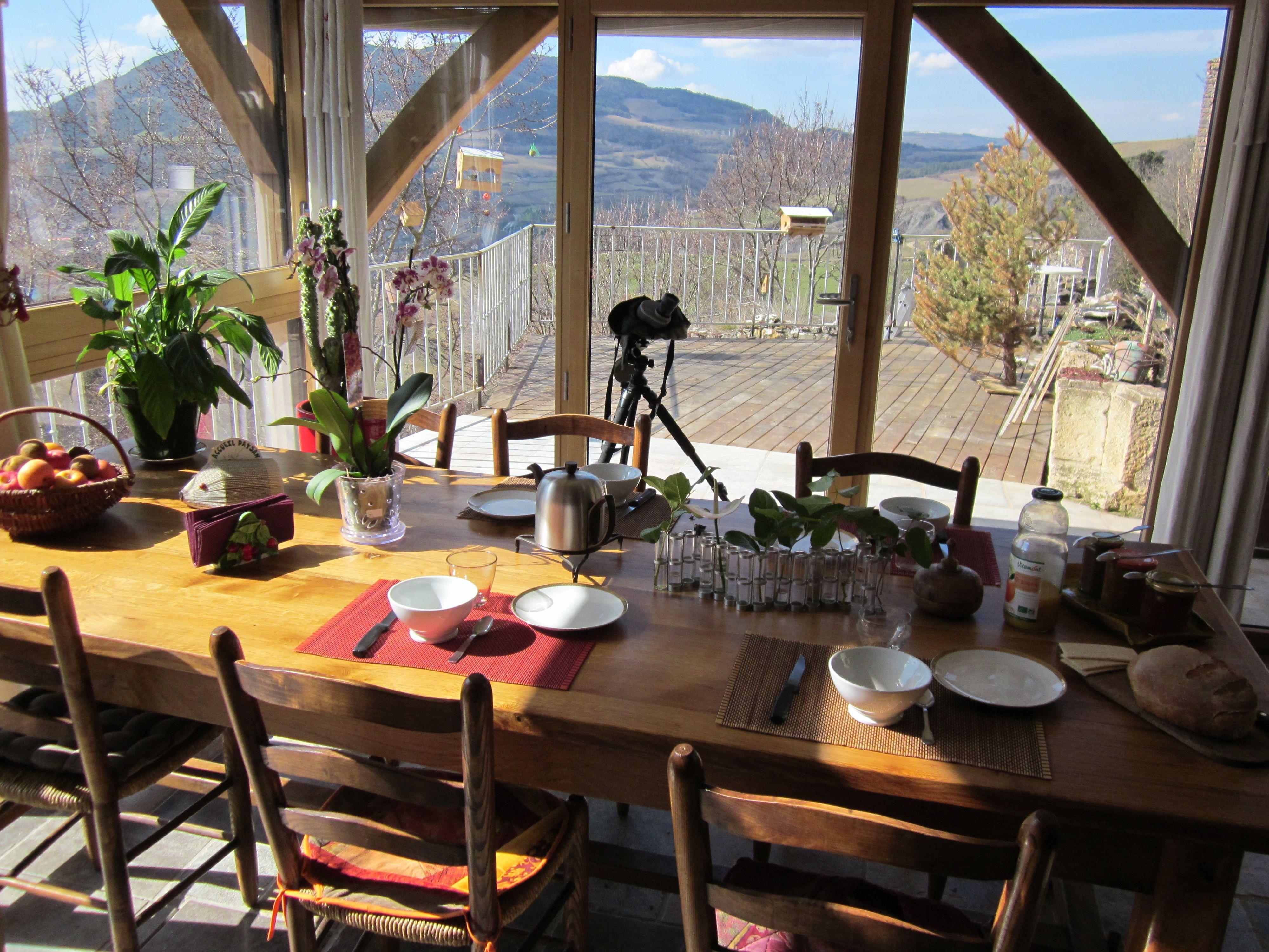 Table d'hôte avec vue sur vallée