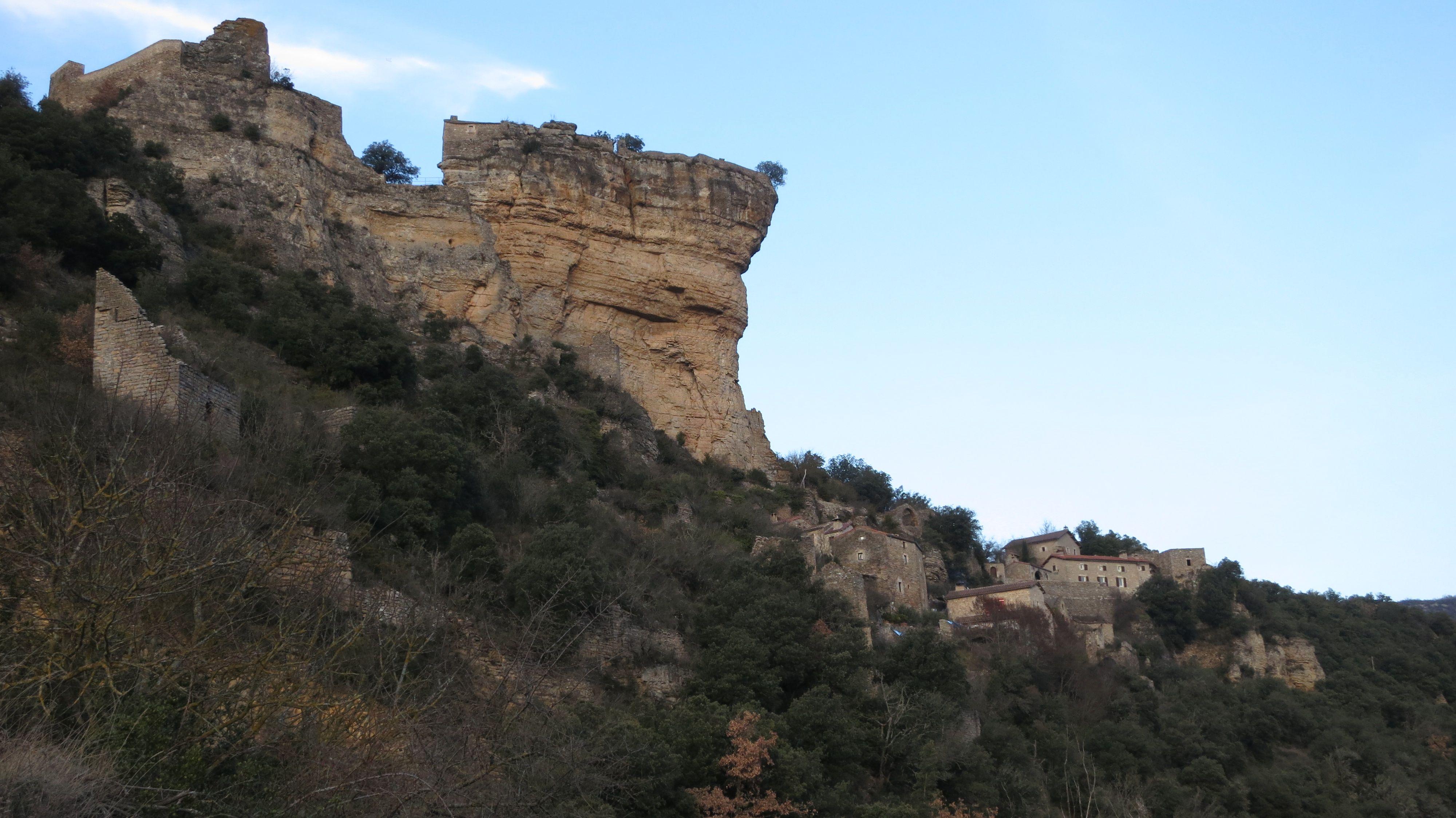Le village de Peyrelade