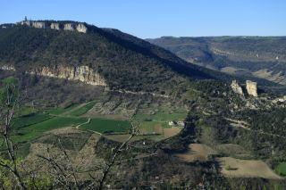 Le gîte Namasté vu depuis le Causse noir