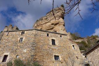 Sous le Château de Peyrelade à l'entrée des Gorges du Tarn