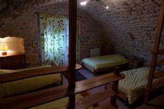 Gîtes Les Calades - Chambre avec 4 lits en 90